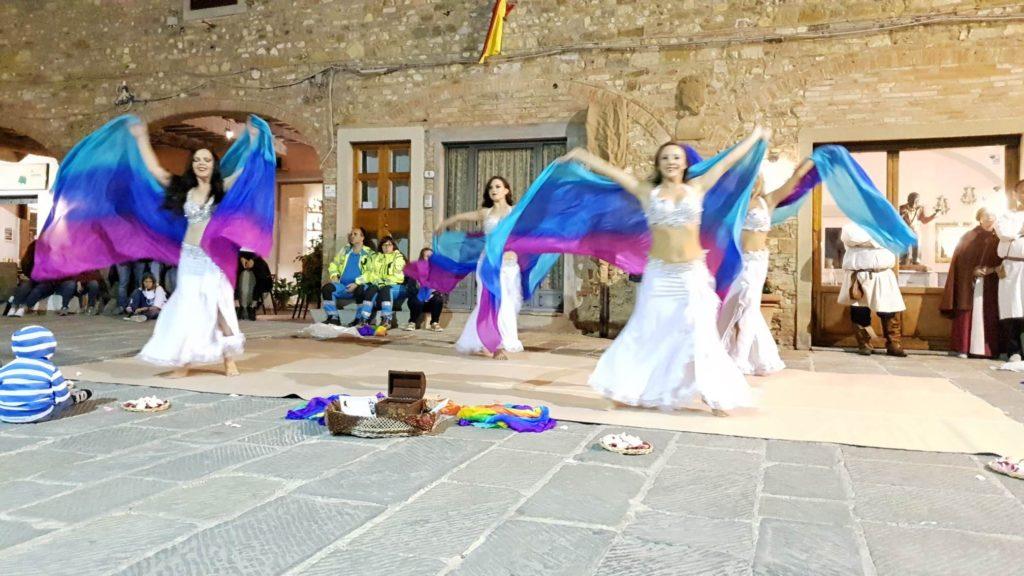 Le danzatrici di Iside e la magia del Velo
